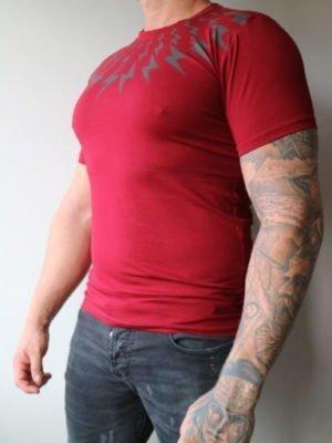 Red Lightning Tee GHOST - rood shirt met zwarte bliksemschichten