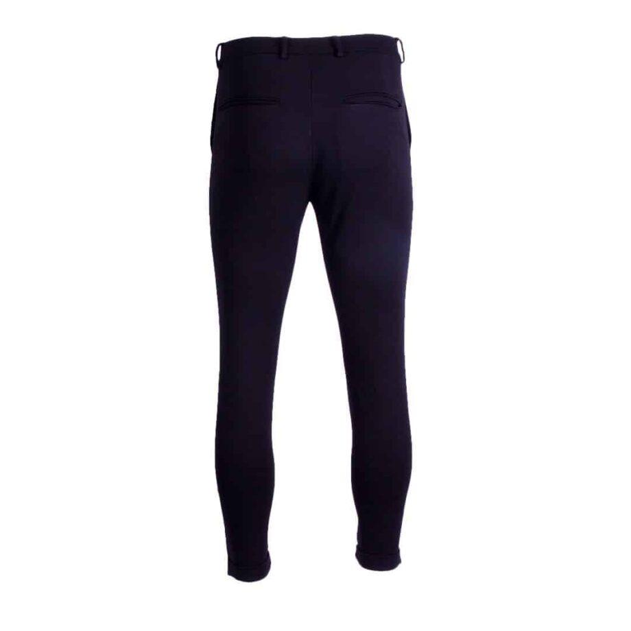 Afbeelding van achterkant zwarte Chino broek