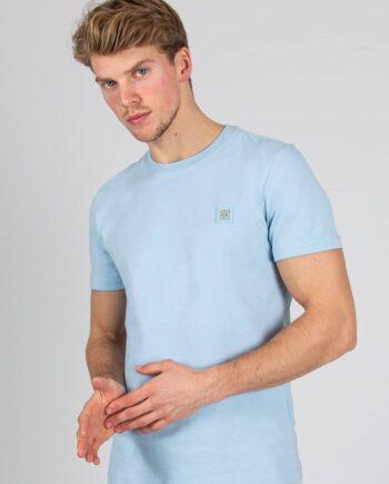 Blue Essential Tee XPLCT - zachtlbauw Tshirt met een subtiel logo op de borst