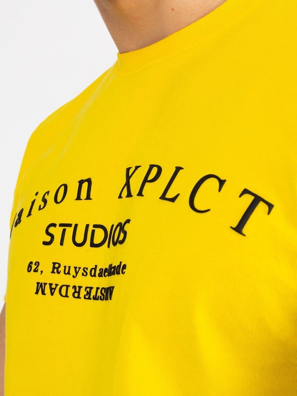 Yellow Studio Tee XPLCT - geel Tshirt met grote afbeelding van het logo op de borst