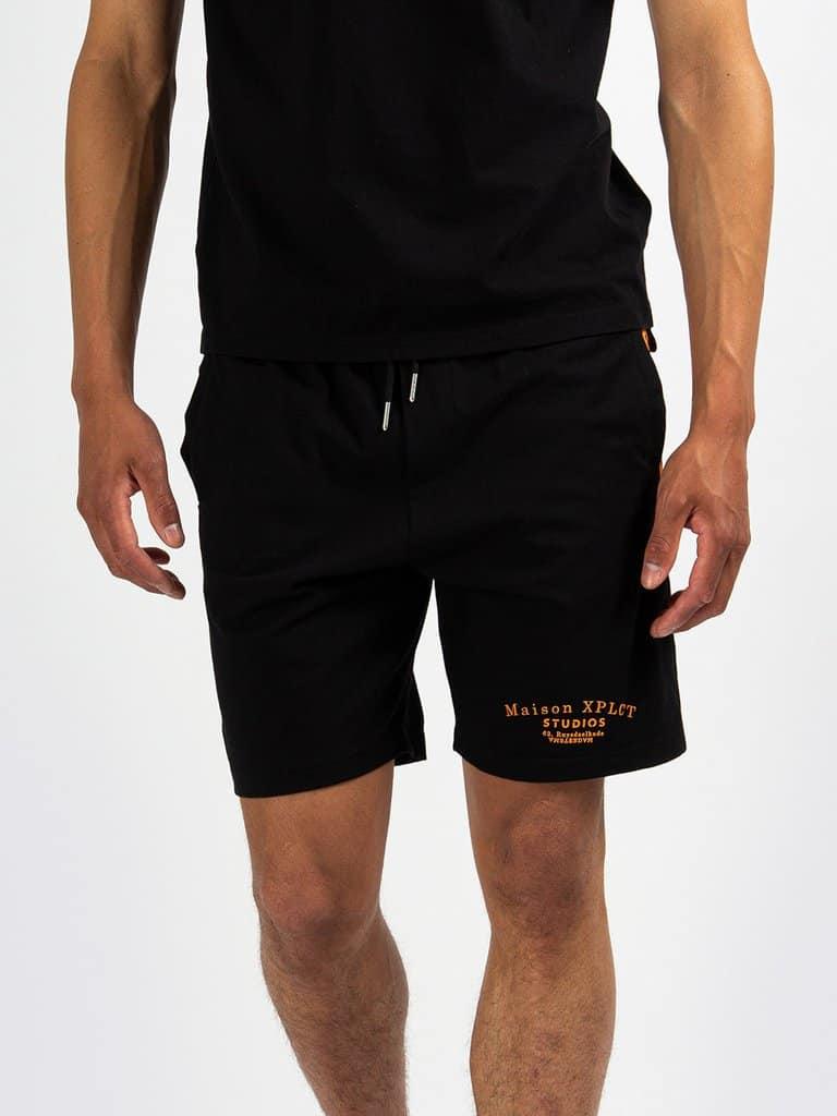 Black creator shorts van XPLCT - zwart met oranje korte broek